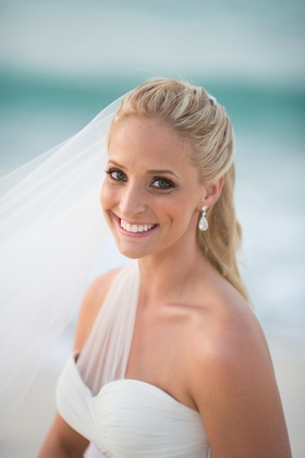 Bride with blonde hair and green eyes in natural makeup