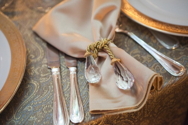 Golden napkin tied with a golden rope with crystal ends