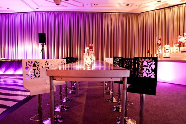 Damask pattern carved black and white bar stools