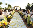 Aisle runner with yellow petals in hibiscus design