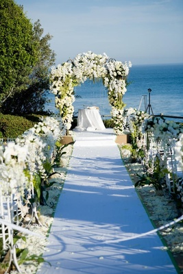 Jewish ceremony design with white flowers