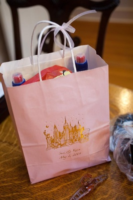 Wedding welcome bag in pink and the New York skyline in gold