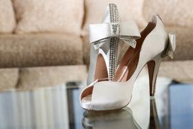 White peep-toe Aruna Seth heels with bow
