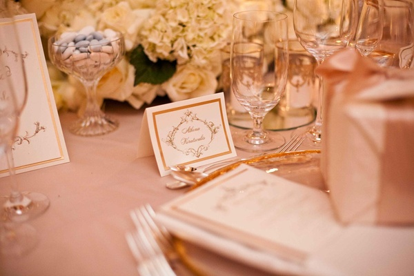 Seating card with gold border and delicate motif