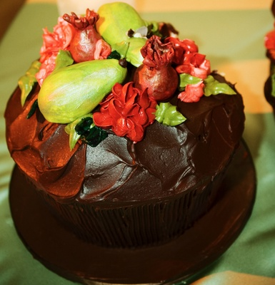 Cupcake with brown frosting and fruit design